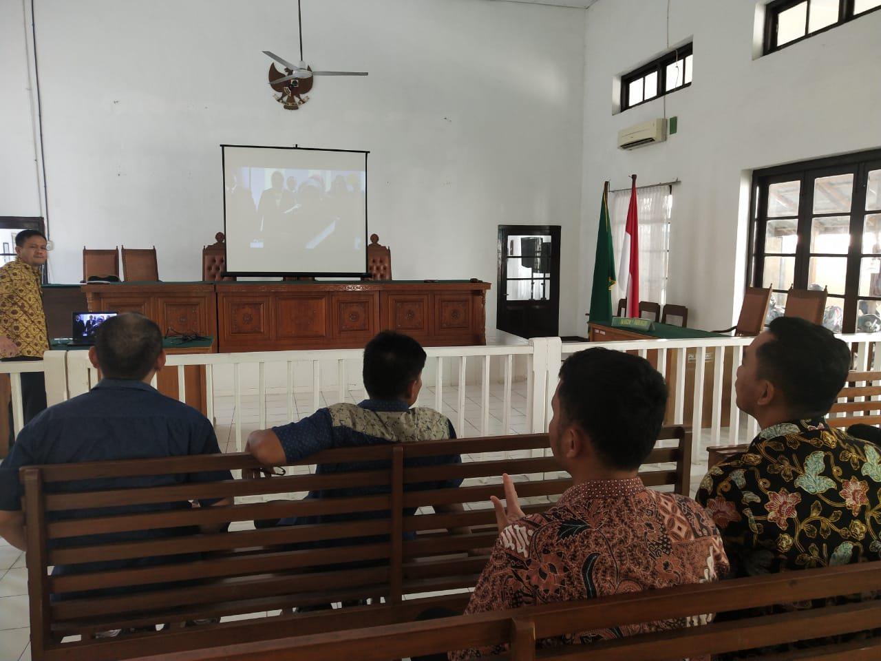 Menyaksikan Siaran Langsung Pelantikan 29 Ketua Pengadilan Tingkat Banding Oleh Ketua MA RI