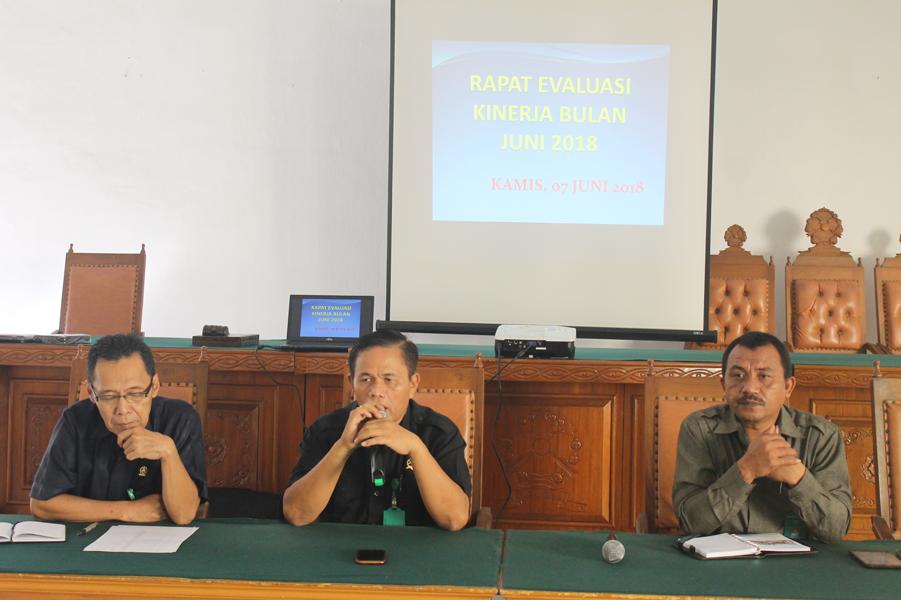 Rapat Evaluasi Kinerja Bulan Juni 2018 di Pengadilan Negeri Tebing Tinggi
