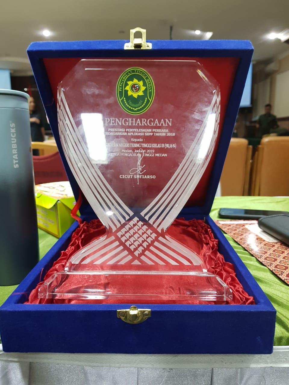PN Tebing Tinggi Raih Penghargaan atas Penyelesaian Perkara berdasarkan aplikasi SIPP Terbaik Tingkat Sumatera Utara