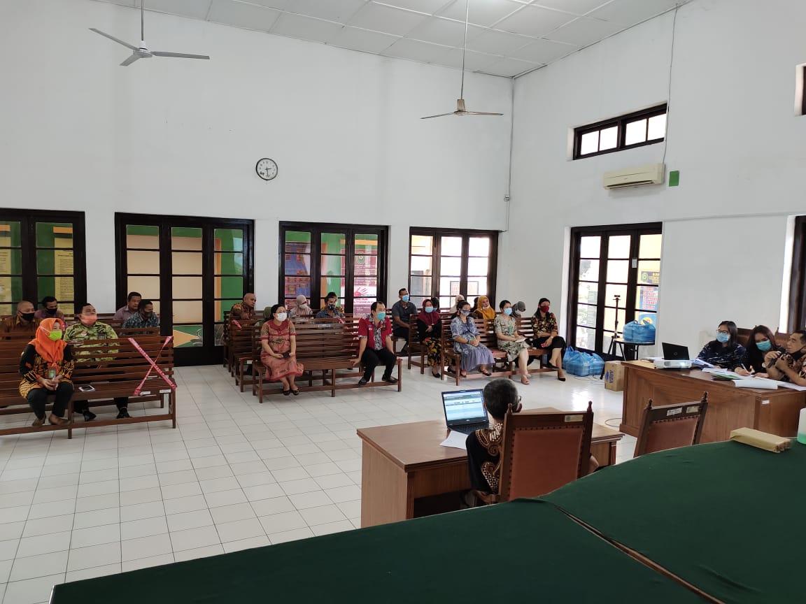 Rapat Evaluasi Kinerja Bulan Oktober dan Sosialisasi Bimbingan Teknis Kepaniteraan pada Pengadilan Negeri Tebing Tinggi