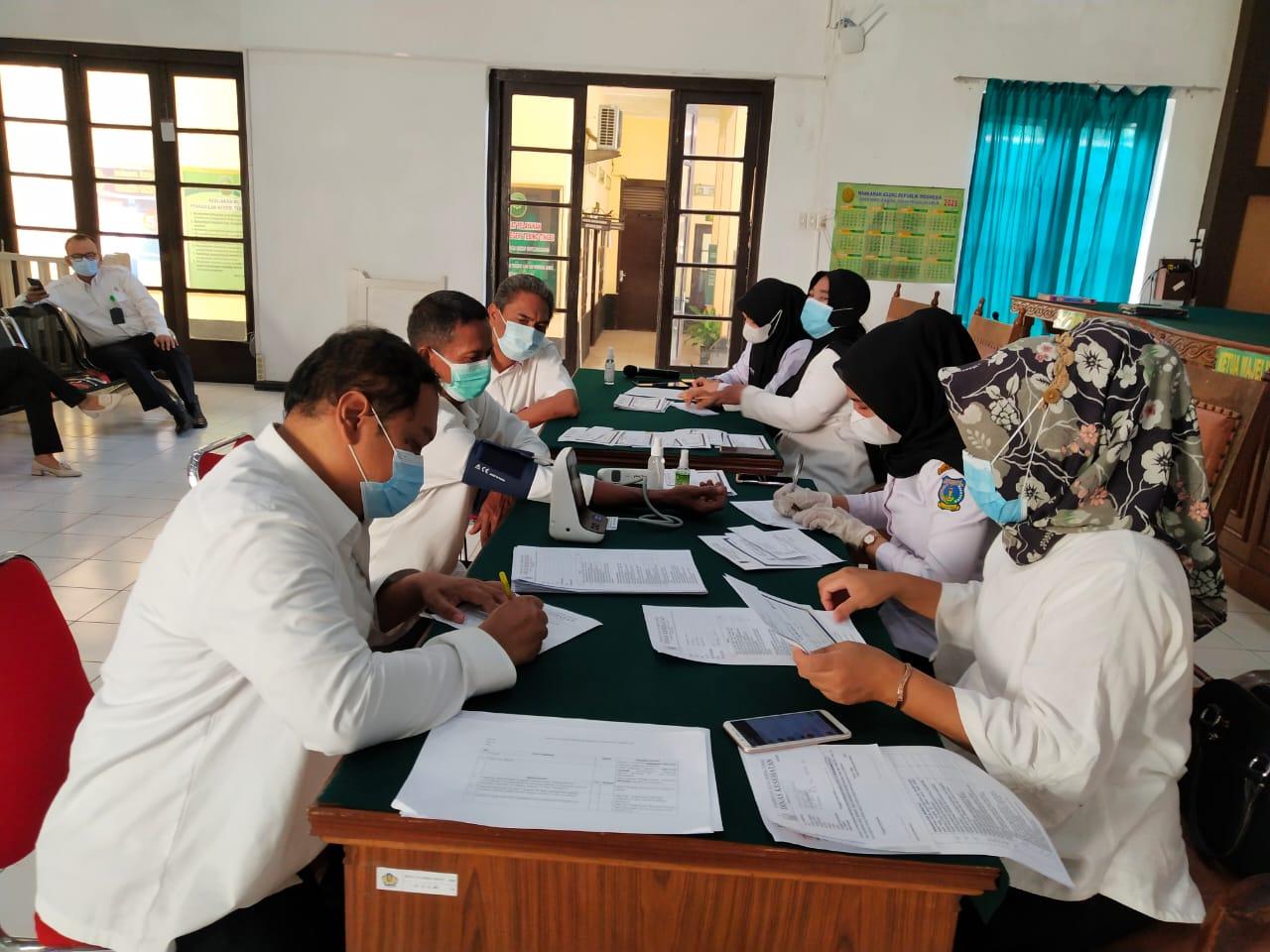 Pelaksanaan Vaksinasi Covid 19 Tahap II Pengadilan Negeri Tebing Tinggi Kelas I B bersama Dinas Kesehatan Kota Tebing Tinggi
